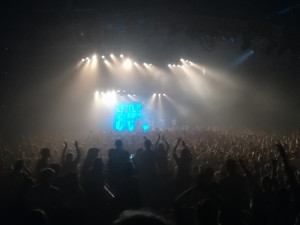 Atmosféra na koncertě Little Big byla místy až zvířecí