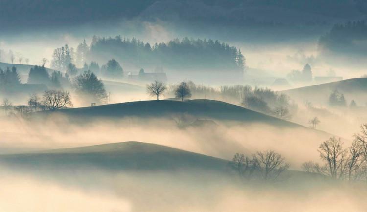 POČASÍ NA PONDĚLÍ: Mlha nepoleví ani s příchodem nového týdne