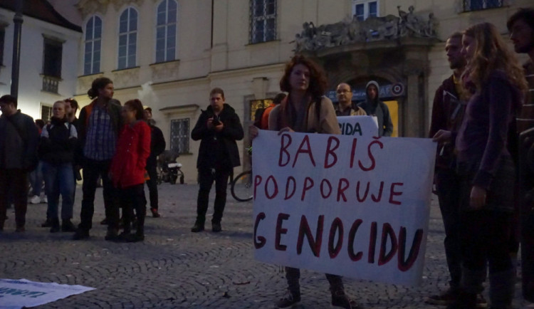 FOTO: V Brně se demonstrovalo proti podpoře turecké ofenzívy v severní Sýrii
