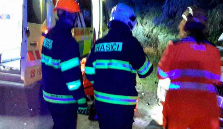 Řidič minibusu na Vyškovsku usnul za volantem, při nehodě se zranilo deset lidí