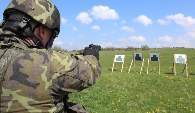 Při výcviku vybuchl vojákům na Vyškovsku granát. Tři se zranili, jeden těžce