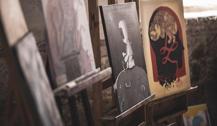 Výtvarníci pomáhají dětskému domovu. Účastí na dražbě jejich obrazů můžete pomoci i vy