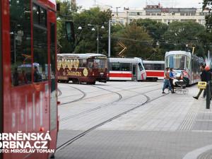 Akce způsobila dopravní komplikace, zdrženy byly šaliny i auta, foto: Brněnská Drbna