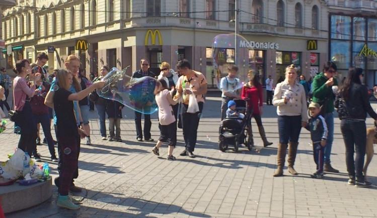 Na brněnském náměstí Svobody se sešly desítky lidí, foto: Brněnská Drbna, David Zouhar
