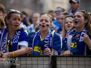 Fanoušci Komety se sešli na Moravském náměstí u velkoplošné obrazovky, foto: Brněnská Drbna, Miroslav Toman
