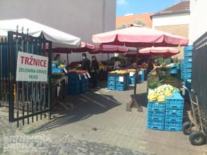 Část prodejců se přesunula do uličky vedle budovy tržnice, foto: Brněnská Drbna, David Zouhar