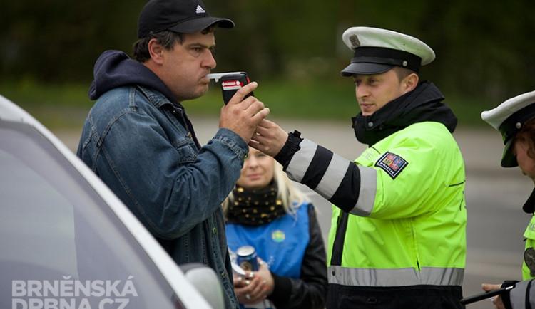 Policisté odměňovali řidiče nealkoholickým pivem, foto: Brněnská Drbna, Miroslav Toman