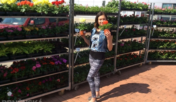 Hanka Kynychová si na výstavišti vybrala nové květiny do zahrady, foto: Brněnská Drbna, David Zouhar