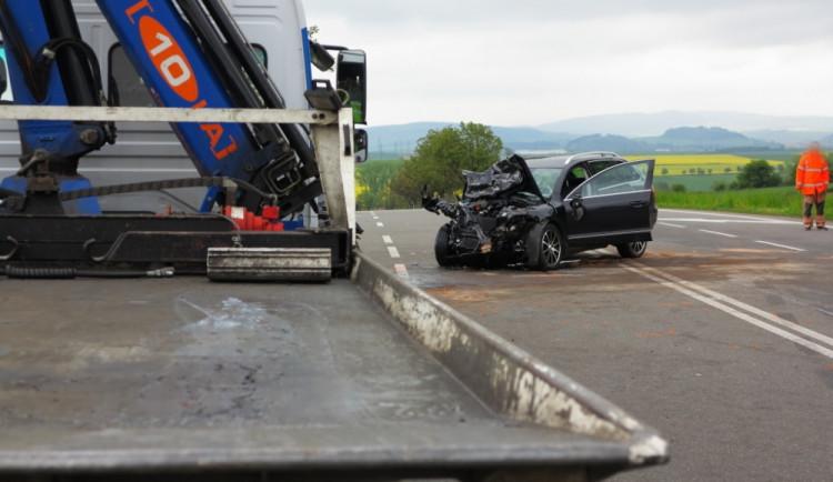 Tragická dopravní nehoda u Krhova na Blanensku si vyžádala jednu dětskou oběť a pět dalších těžce zraněných, foto: HZS JMK