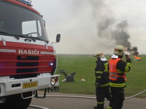 Jednotky IZS cvičně zasahovaly u havarovaného letadla, foto: HZS JMK