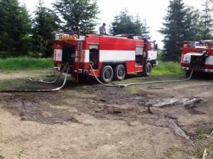 Při požáru u Blanska zasahoval i vrtulník, foto: HZS JMK