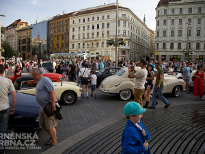 Historická závodní auta a motocykly se představily v centru Brna, foto: Brněnská Drnba, Miroslav Toman
