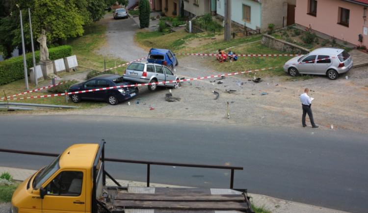 Vrakoviště na návsi obce vzniklo nárazem jediného vozu, foto: HZS JMK