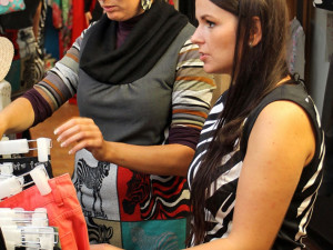 Veronika Gerbocová na fittingu v butiku Hala Bala