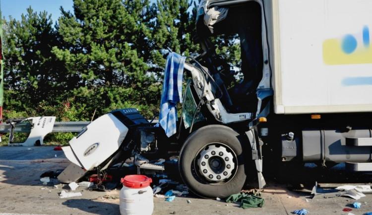 Řetězová nehoda kamionů zablokovala dálnici D1, foto: HZS JMK