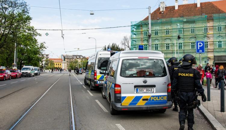Brnem pochodovala krajní pravice. Odpůrci odpovídali bubnováním a zpěvem Autor: Tomáš Hrivňák