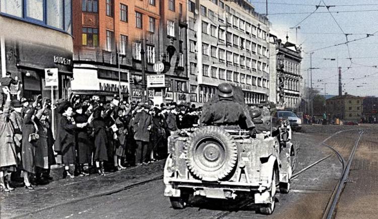 Hitler v současných brněnských ulicích a rozbombardované Brno, Autoři: Michal Doležel Pavla Voborník Kačírková, Lenka Křikavová