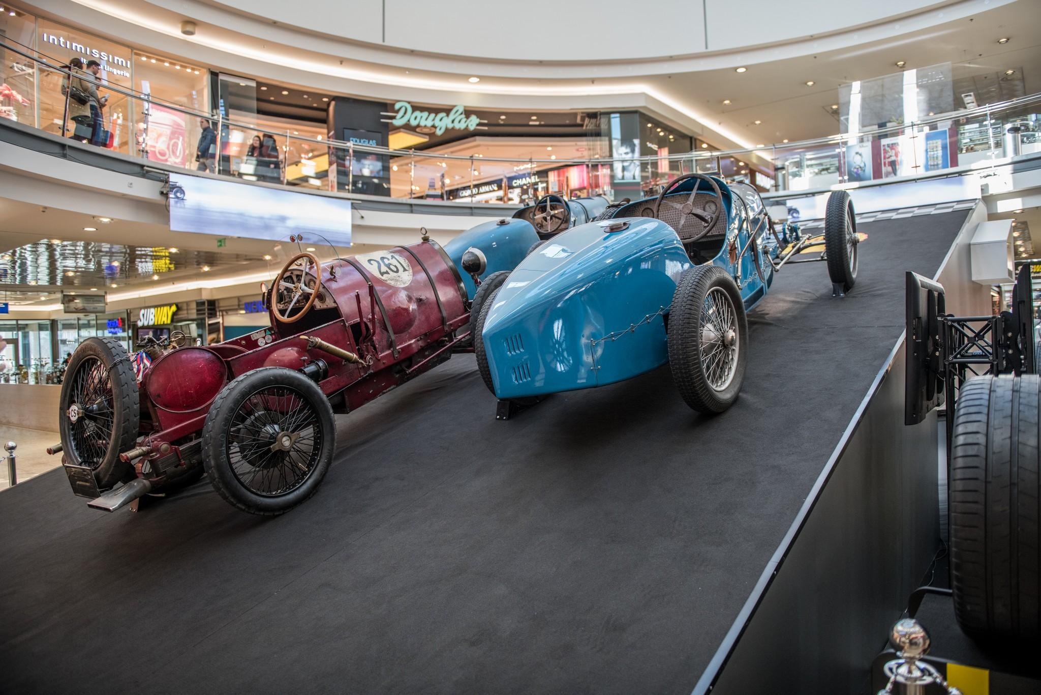 Na akci s názvem Žijeme Bugatti je k vidění dohromady 18 historických vozů  značky včetně některých raritních modelů. add374312f